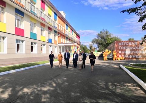 В стационаре Оренбургской детской городской клинической больницы торжественно открыли обновленное отделение для детей раннего возраста на 40 коек